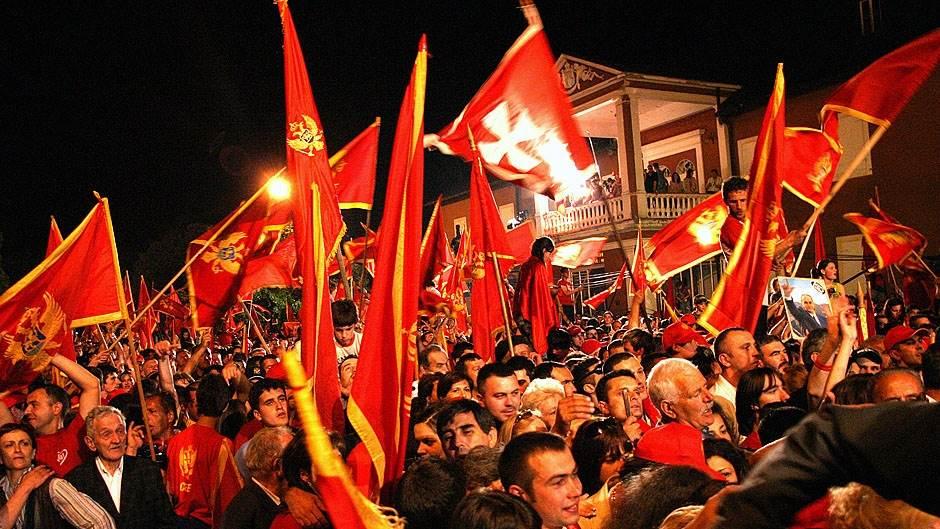 Crna Gora, referendum, zastave
