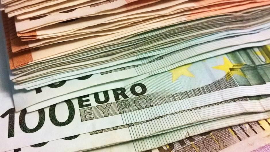 novac, evro, evri, strana valuta, valute, 100 evra pare valuta menjačnica