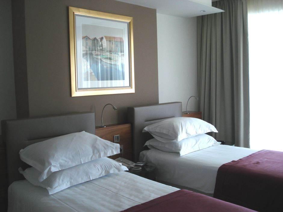 hotel, soba, kreveti, krevet, jastuk, jastuci