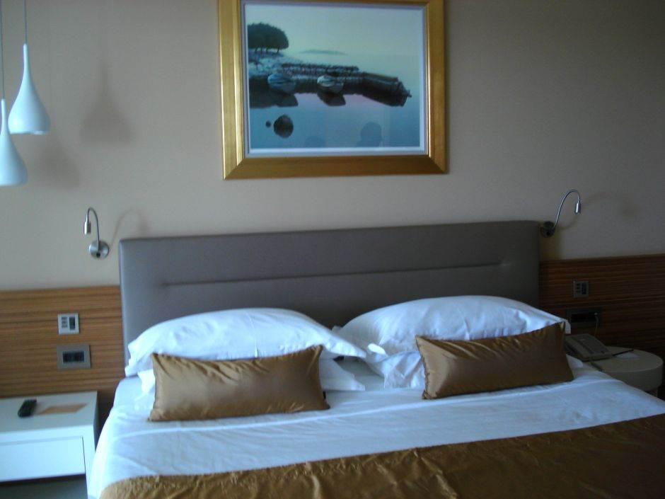 hotel, hoteli, soba, krevet, jastuk, jastuci