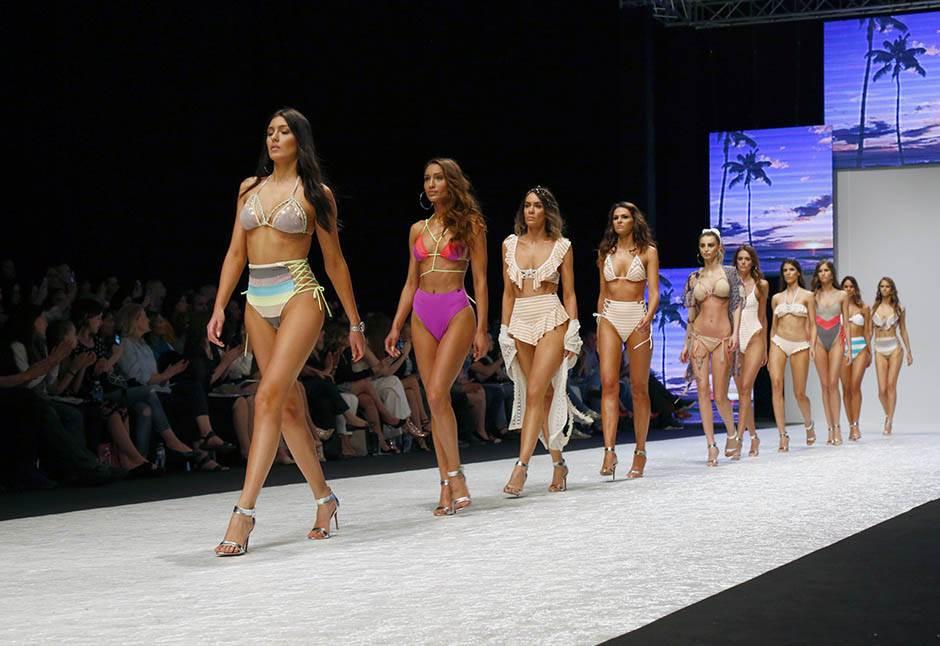 modna revija, kupaći, kupaći kostim, manekenka