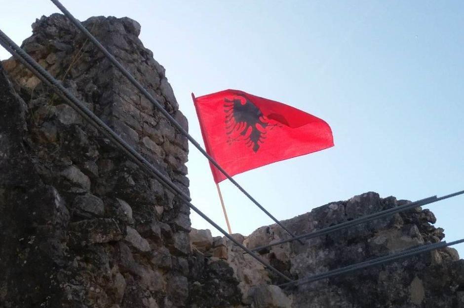 albanska zastava.jpg