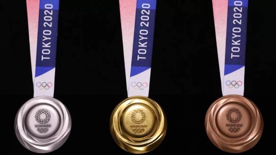 Medalje Tokio 2020 od recikliranih telefona 2.jpg
