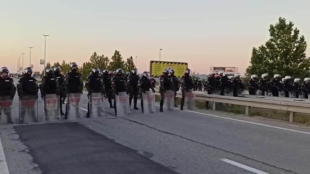 Policijske snage raspoređene na autoputu
