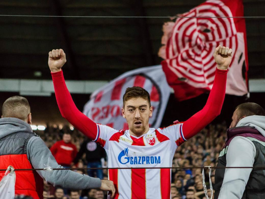 Milan Pavkov slavi gol protiv Liverpula.