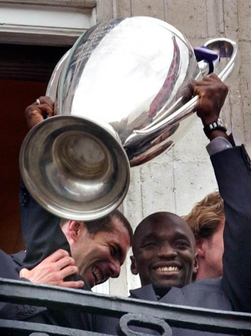 Zinedin Zidan i Klod Makelele slave trofej Lige šampiona iz 2002.